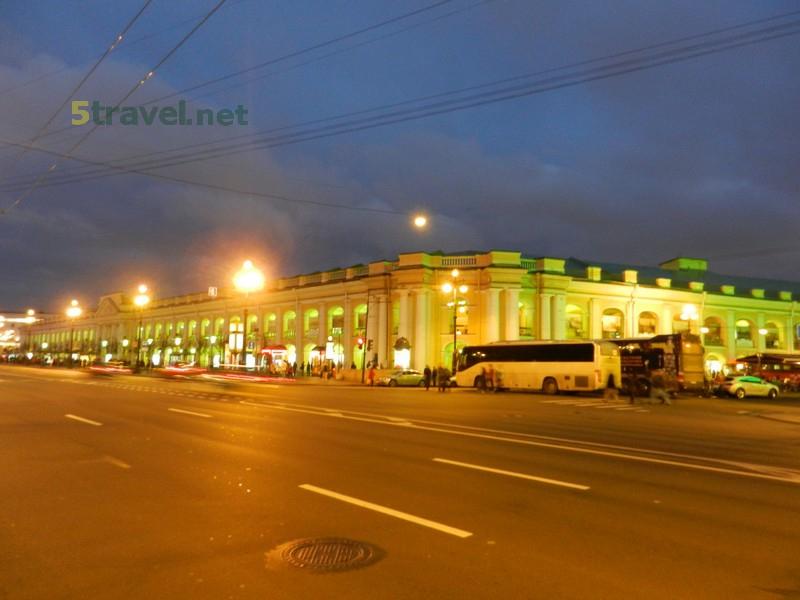 Куда вечером сходить в Санкт-Петербурге туристам?