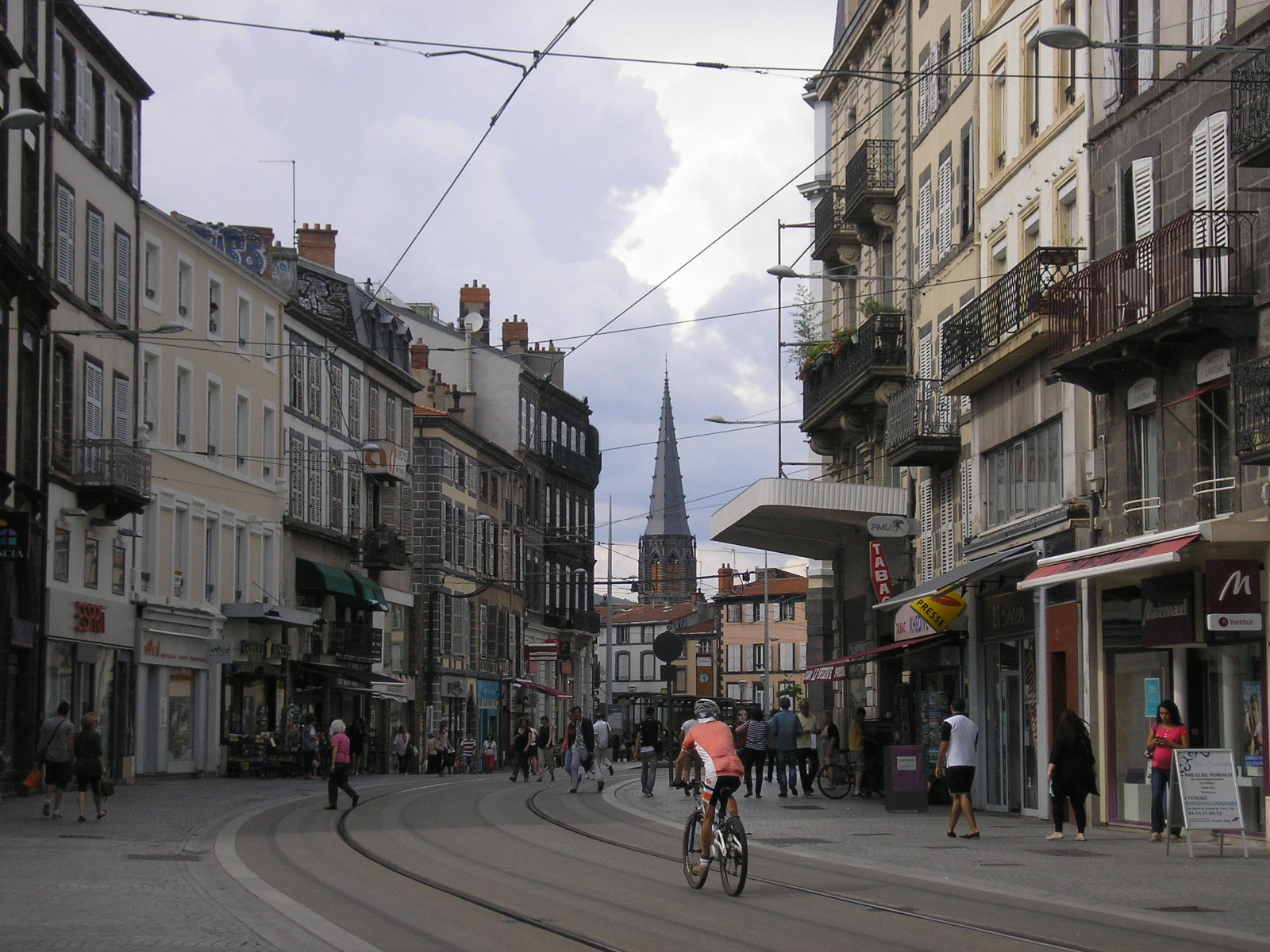 Европа : Клермон-Ферран - город на вулкане