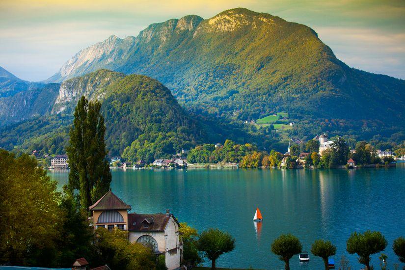Европа : Альпийские красоты во французском городке Анси